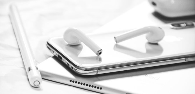 Apple technika: AirPods ausinės ir jų dėklas, iPhone, iPad, Apple Pencil