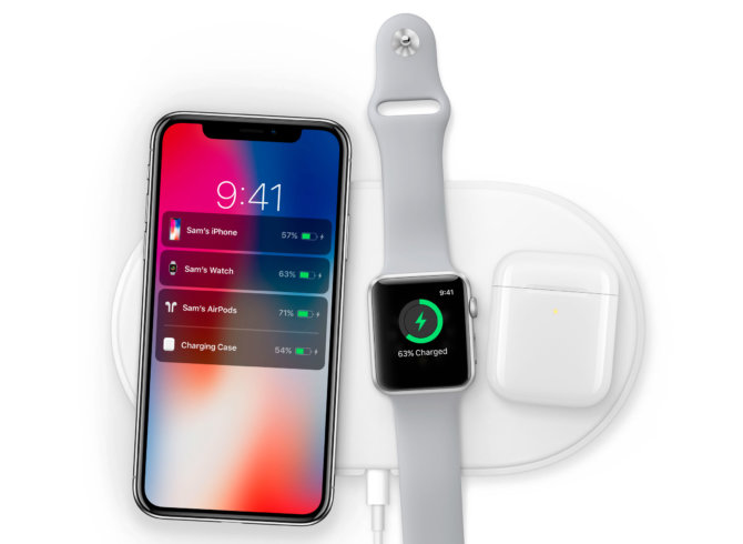 "Belaidis ""iPhone X"", ""Apple Watch Series 3"" ir ""AirPods"" įkrovimas ant ""AirPower""."